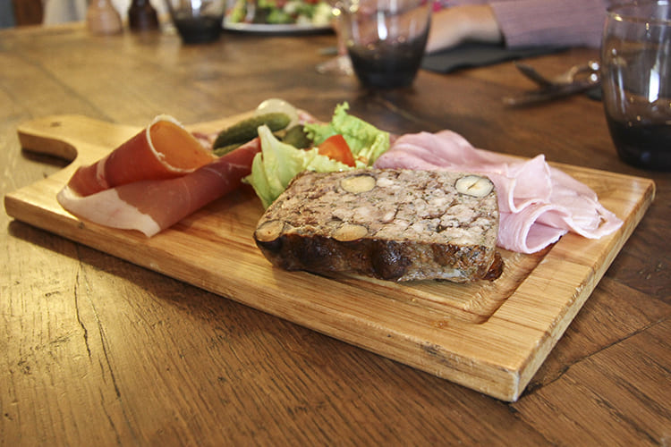 Auberge Les Mancelles dans le Puy-de-Dôme (63) - plats régionaux